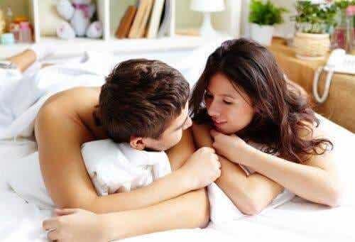 성적 욕구에 대한 이야기를 시작하는 대화법