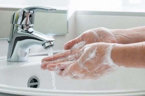 5. 은밀한 부위를 만지기 전에 손을 씻자
