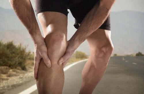 근육 경련을 예방하는 5가지 자연 요법