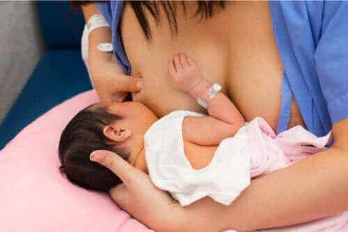캥거루 케어: 출산 후 아기와 필수적인 피부 접촉