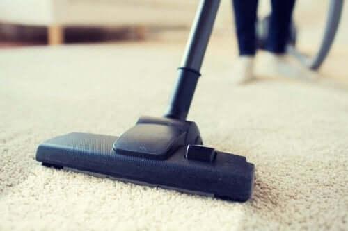 집 안에서 충분히 청소하지 않는 10곳