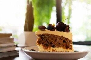 블루베리를 곁들인 무설탕 커피 케이크