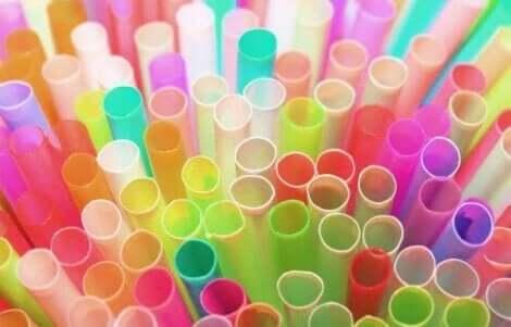 금속 빨대: 플라스틱 발자국을 줄이는 대안