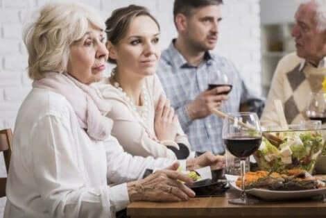 시집 및 처가 식구와 잘 지내기 위한 비결 7가지