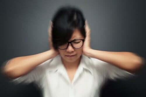 편두통 발작을 유발할 수 있는 5가지 습관