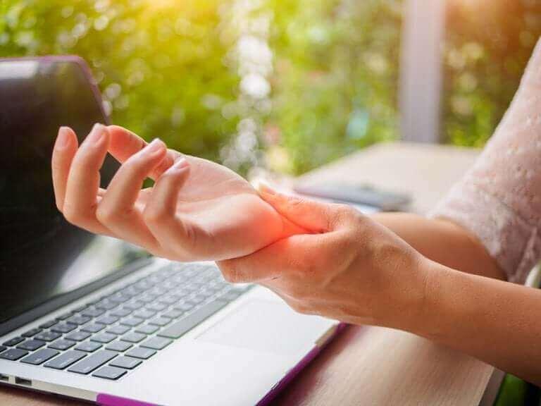 손 관절염을 예방하는 팁 5가지