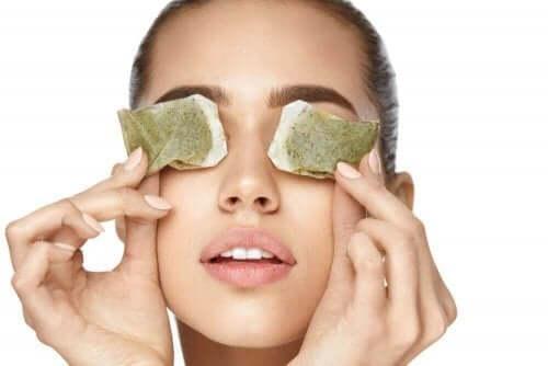 눈 통증에 대한 자연 치료법 4가지