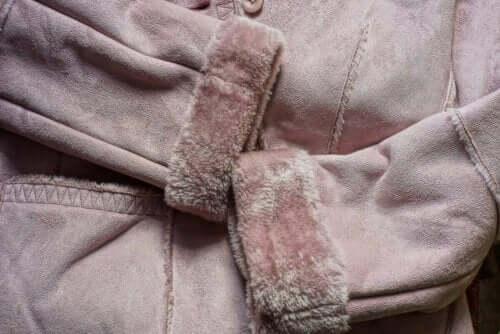 가죽 재킷을 세탁하는 방법 5가지