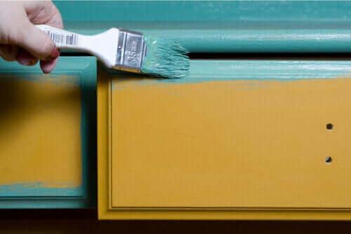 원목 가구에 페인트칠을 하는 방법