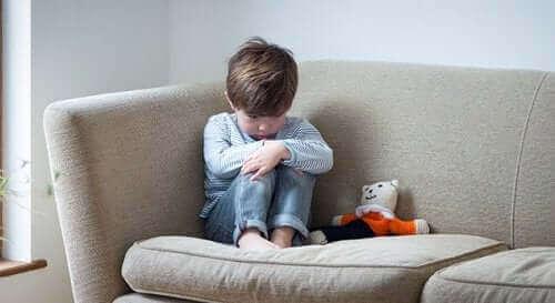 어린이의 탈억제성 사회적 유대감 장애의 원인은 무엇일까?