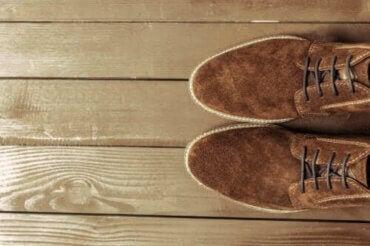 스웨이드 신발을 깨끗하게 하는 팁