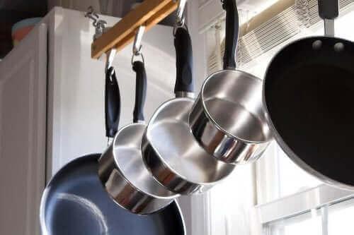 스테인리스 주방 도구를 닦는 것이 왜 중요할까?