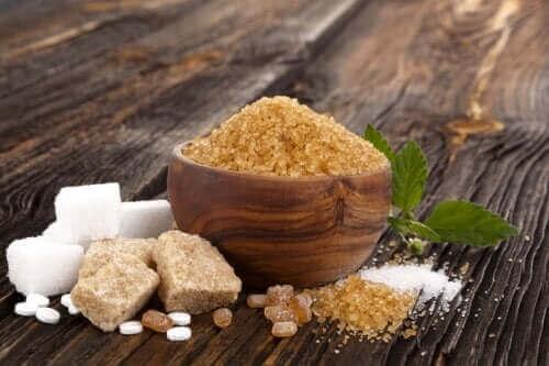 백설탕, 흑설탕, 무스코바도 설탕의 유사점과 차이점