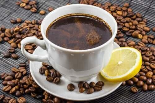 커피와 레몬 조합은 건강에 도움이 될까