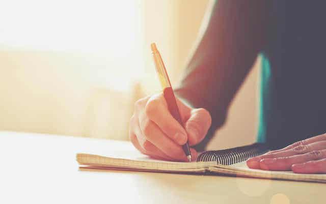 작가에게 굳은살이 생기는 이유와 치료 방법