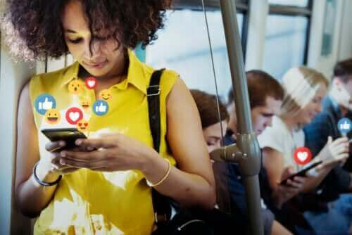 소셜 미디어의 장단점