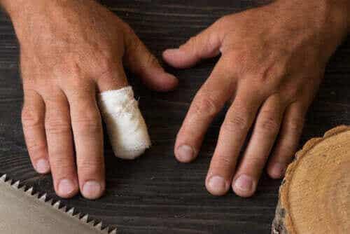 사고로 인한 손가락 절단에 대한 응급 처치