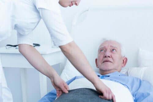 욕창의 여러 단계 및 치료