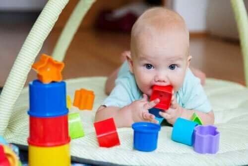 신생아와 재미있게 놀아주는 방법