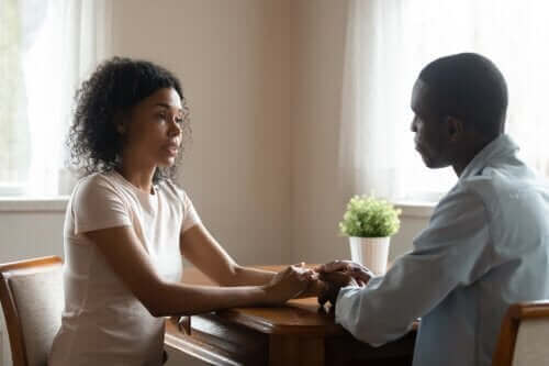솔직하게 공감하는 대화 비법 4가지