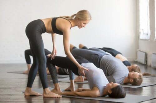 둔근 브리지 운동을 색다르게 하는 방법 8가지