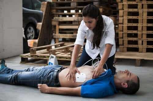 갑작스러운 심장 마비에 대처하는 방법